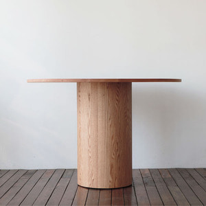 RED OAK ROUND TABLE C